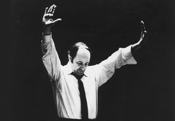Boulez-conducting-595